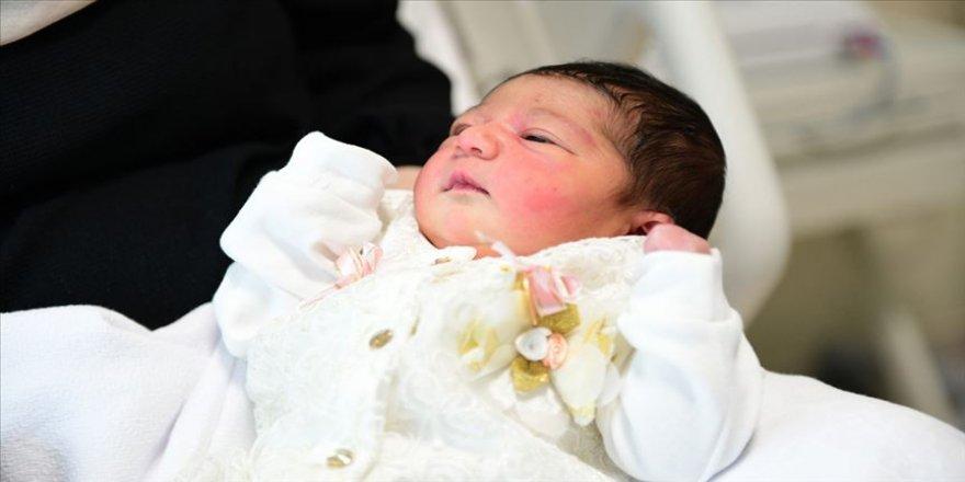 Sağlık Bakanı Koca'dan Çam ve Sakura Hastanesindeki 'ilk bebek' paylaşımı