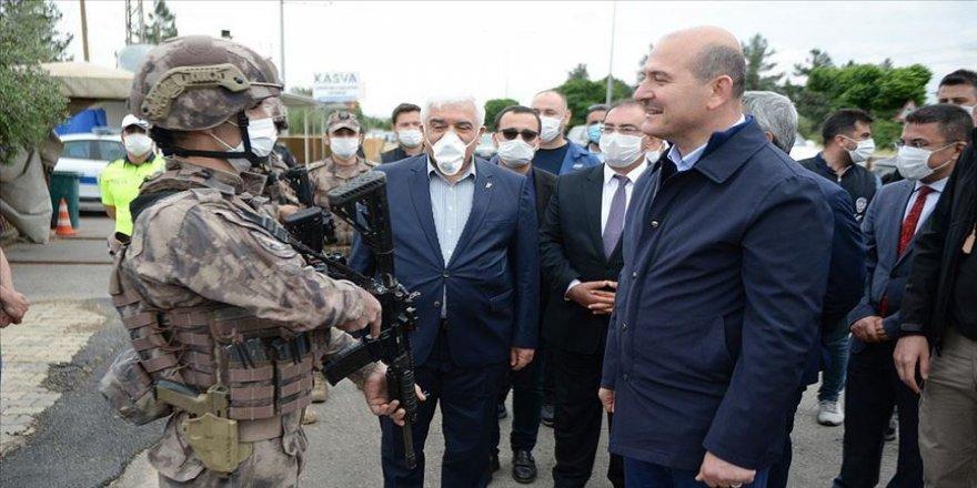 İçişleri Bakanı Soylu Suriye'de görevli özel harekat polisleriyle bayramlaştı