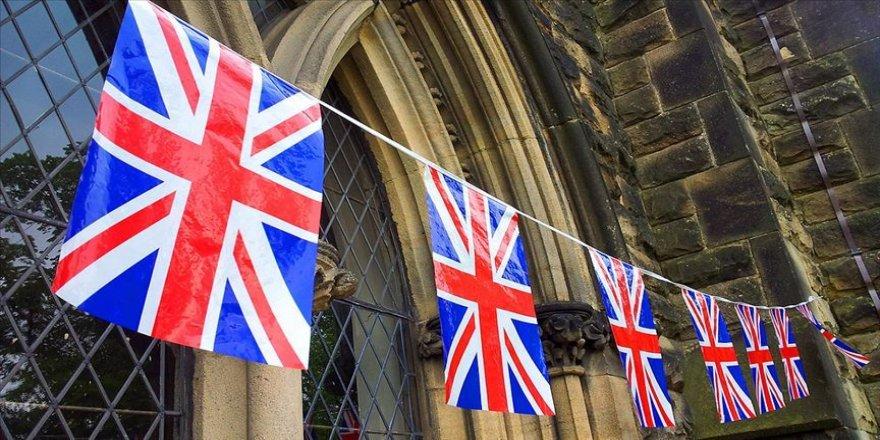 İngiliz hükümetinde danışman skandalı istifa getirdi