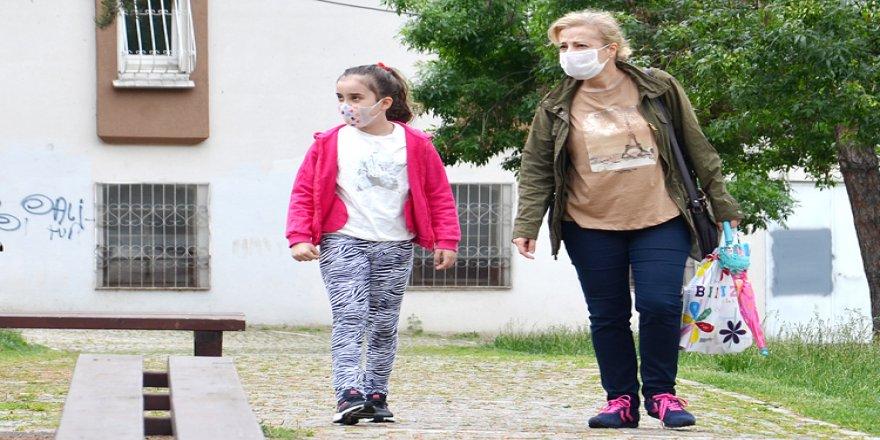 Çocukların sokağa çıkma iznine 'hava koşulları' engeli