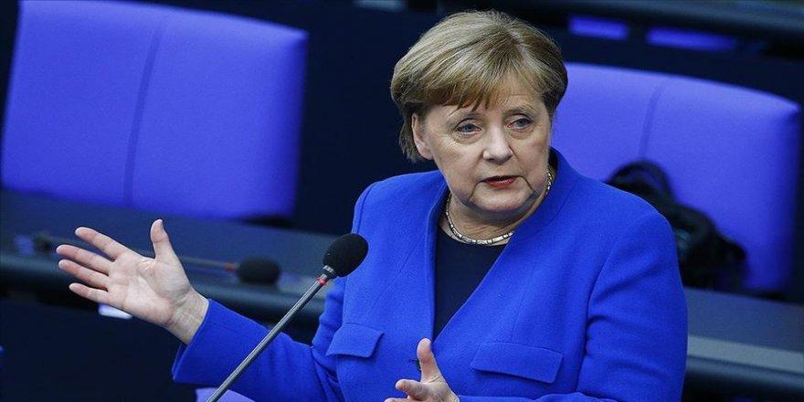 Almanya Başbakanı Merkel: Bazı olaylarda virüsün ne kadar hızlı yayılabildiğini görüyoruz