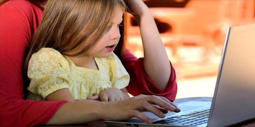Kovid-19 salgınında internet bağımlısı olmamak için 'ortak bilgisayar kullanılması' önerisi