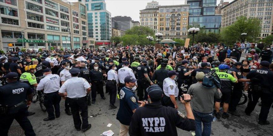ABD'deki siyahi George Floyd'un ölümü New York'ta protesto edildi