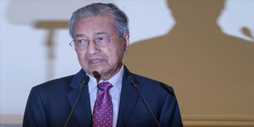 Eski Malezya Başbakanı Mahathir kurucusu olduğu partiden ihraç edildi