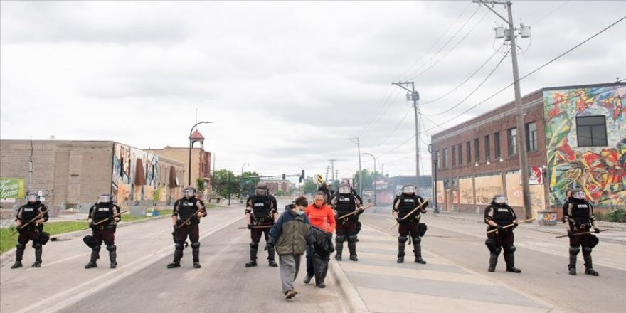Siyahi Floyd'un ölümüyle başlayan protestolar sonrası Minneapolis'te sokağa çıkma yasağı getirildi