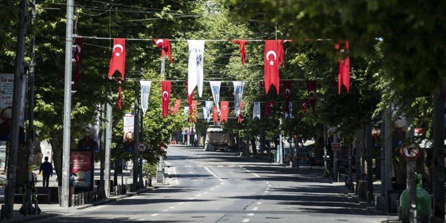 İstanbul sokağa çıkma kısıtlamasında sessizliğini korudu