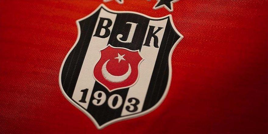 """Beşiktaş, seyircisiz oynayacağı maçlar için """"karton taraftar"""" projesini hayata geçiriyor."""