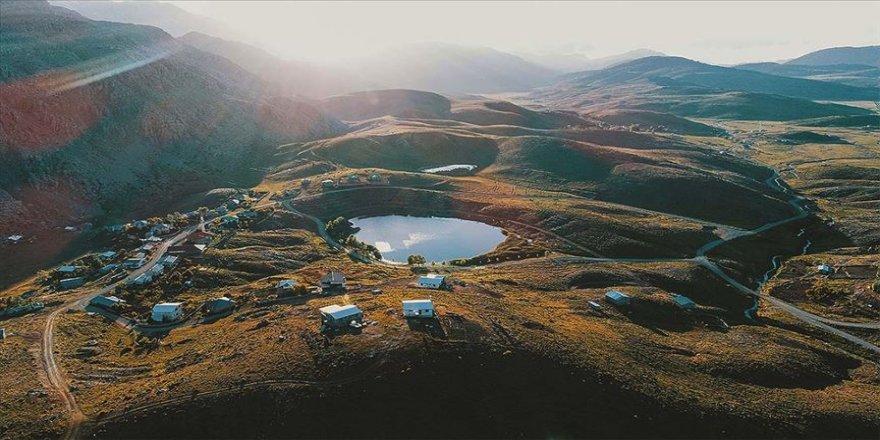 Toroslar'ın incisi Dipsiz Göl güzelliğiyle doğaseverlerin ilgisini çekiyor