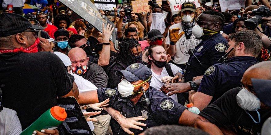 Floyd protestolarının sürdüğü ABD'de siyahi öğrencilere 'aşırı güç' kullanan polisler kovuldu