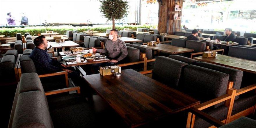Restoran ve kafeler 'yeni normal'e uygun hizmet vermeye başladı
