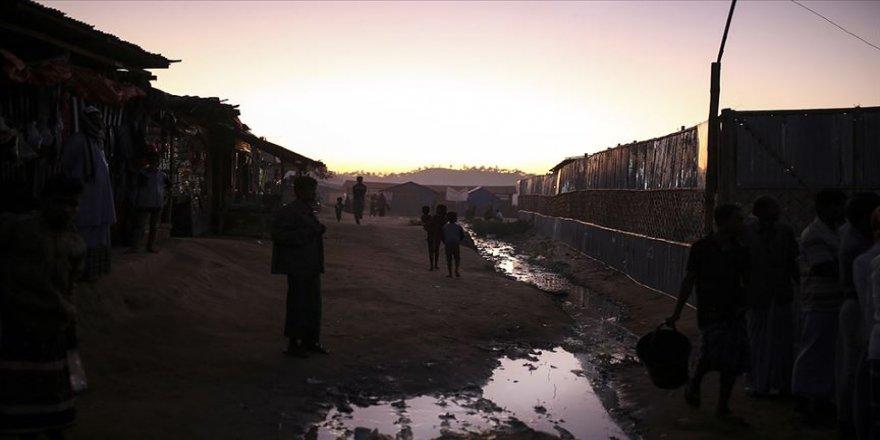 Myanmar'daki çatışmalarda siviller ölüyor