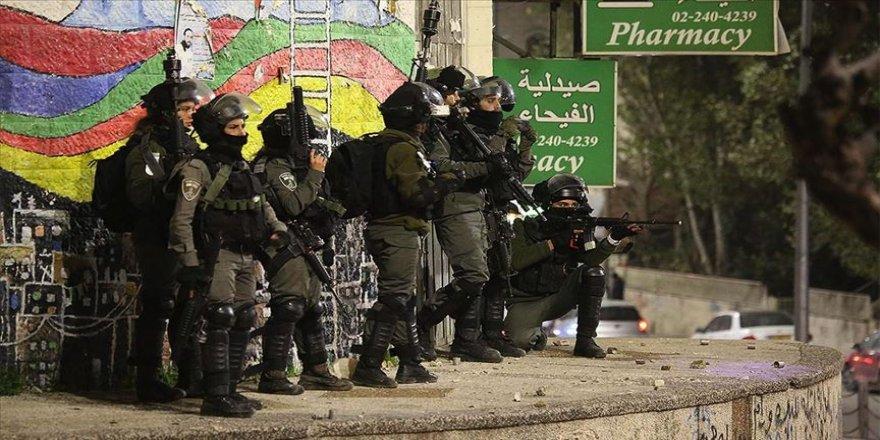 İsrail güçleri 1'i çocuk 20 Filistinliyi gözaltına aldı