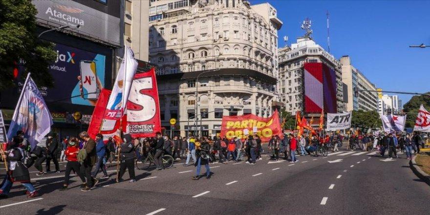 ABD'de polis şiddetiyle ölen Floyd için Arjantin'de gösteri