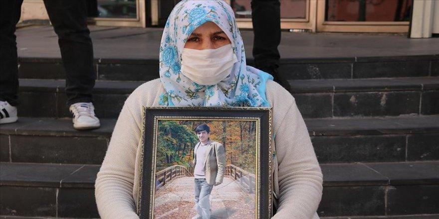 Diyarbakır annelerinden Zümrüt Salim: Oğlum o yol senin yolun değil, devlete teslim ol