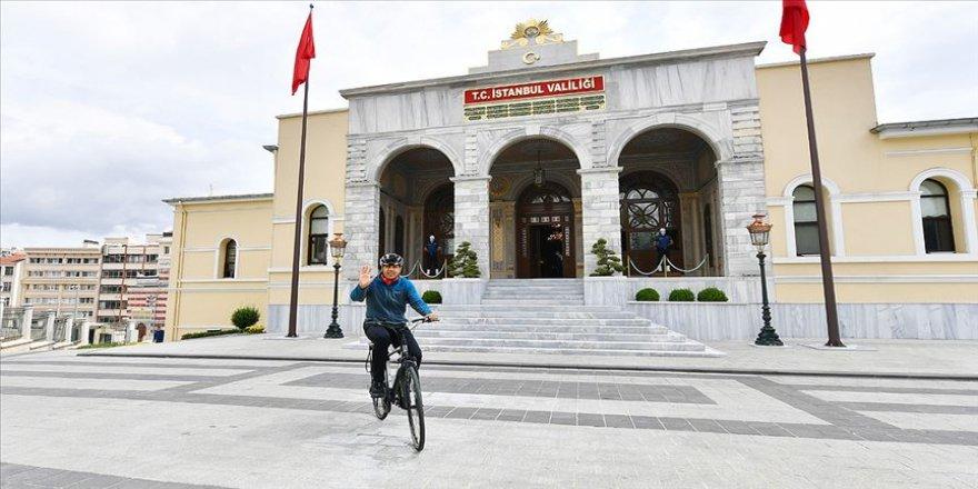 İstanbul Valisi Ali Yerlikaya iş yerine bisikletle geldi