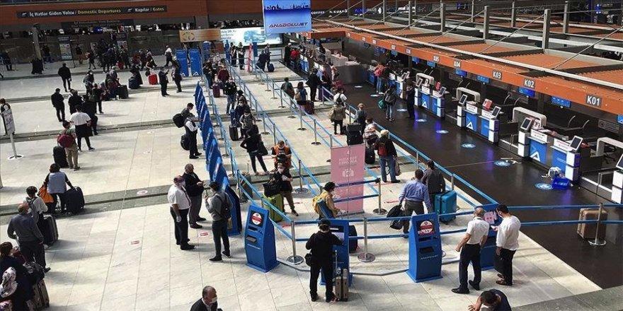 Sabiha Gökçen Havalimanı'nda haftalar sonra en yoğun gün yaşanıyor