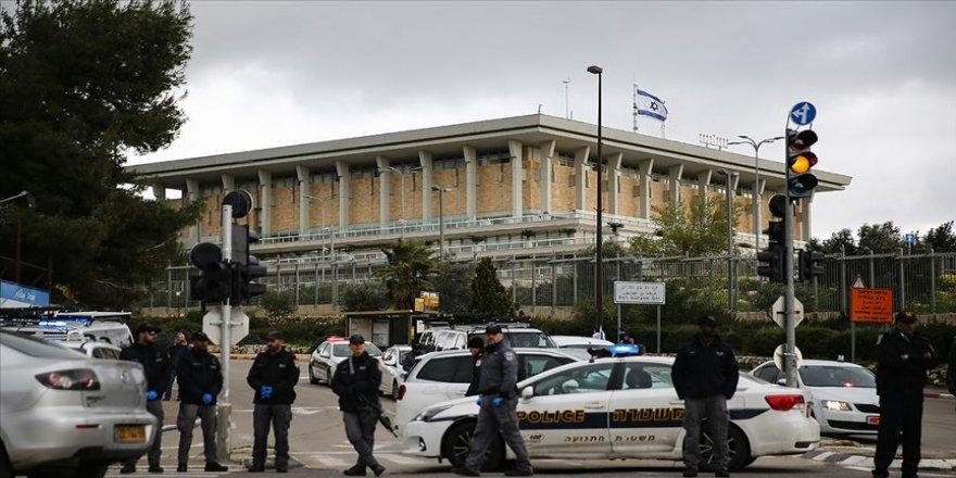 İsrail Meclisi Kovid-19 nedeniyle tüm oturumlarını askıya aldı