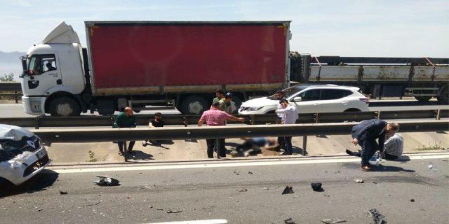 Dilovası'nda 3 araçlı trafik kazası
