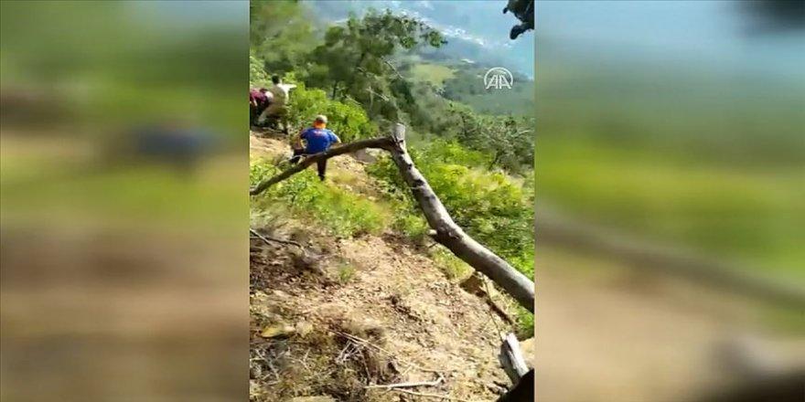 Hatay'da uçurumdaki yaralı genç askeri helikopterle kurtarıldı