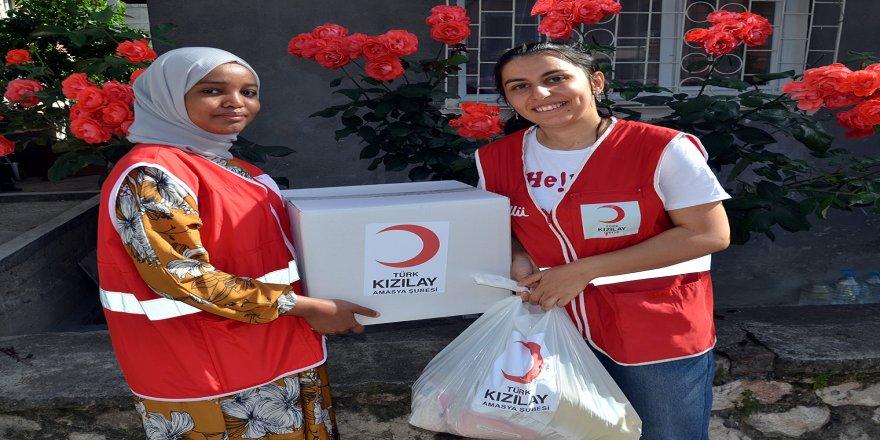 Türk Kızılayın Afrikalı gönüllüleri Amasya'da ihtiyaç sahiplerine yardımda görev alıyor