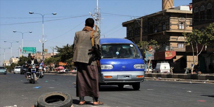 Yemen'deki koalisyon güçleri, başkent Sana'ya hava saldırısı başlattı