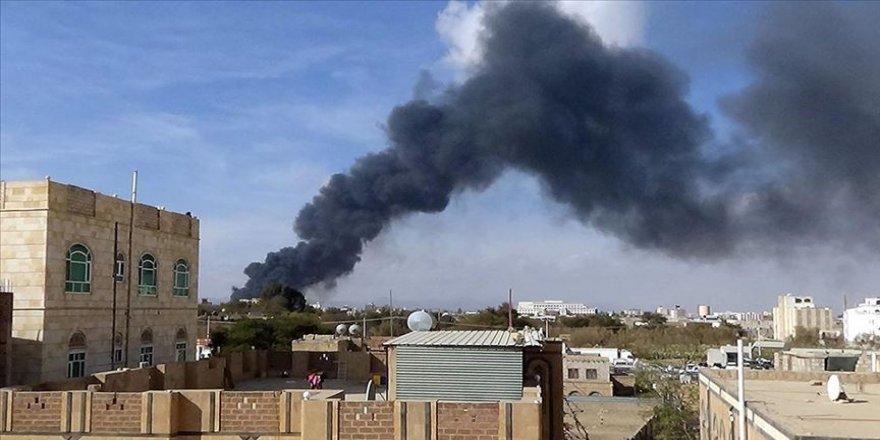 Yemen'de koalisyon güçleri Husilere ait silah depolarını vurdu