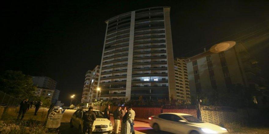 Başkentte zemininde çatlak oluşan 18 katlı bina boşaltıldı
