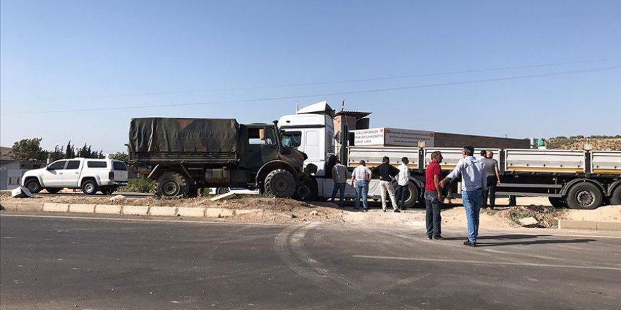 Hatay'da tır ile askeri araç çarpıştı: 2 yaralı
