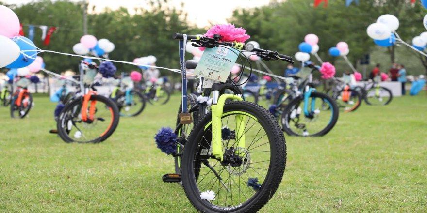 41 genç düzenlenen törenle bisiklet sahibi oldu