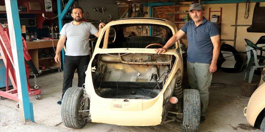 Klasik otomobil meraklısı baba oğul eski araçlara hayat veriyor