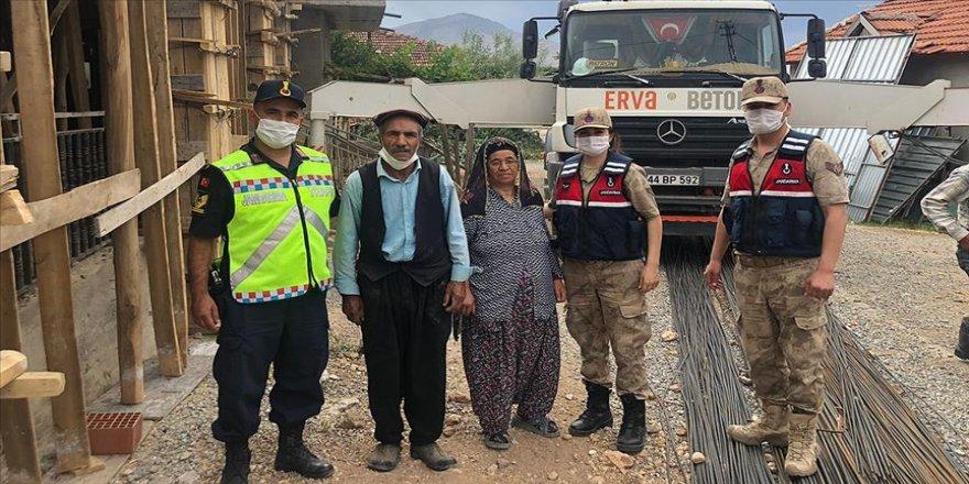 Şehit babasının evi jandarmanın desteğiyle onarılıyor