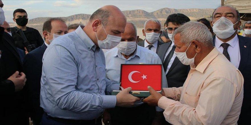 İçişleri Bakanı Soylu, PKK'nın katlettiği işçilerin ailelerini ziyaret etti