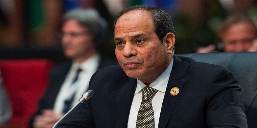 Suudi Arabistan ve BAE'den Sisi'ye destek