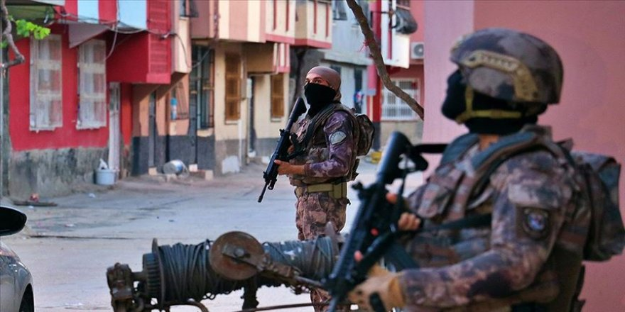 Teröristler hain planlarını hayata geçiremeden yakalandı