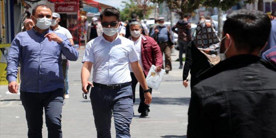 Ağrı'da iki caddede maske takma zorunluluğu getirildi