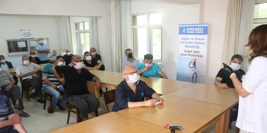 Barınma Merkezi'nde kalan vatandaşlara sağlık eğitimi