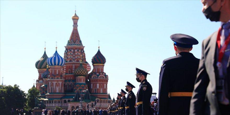 Rusya'da salgın nedeniyle ertelenen 'Zafer Günü' kutlandı