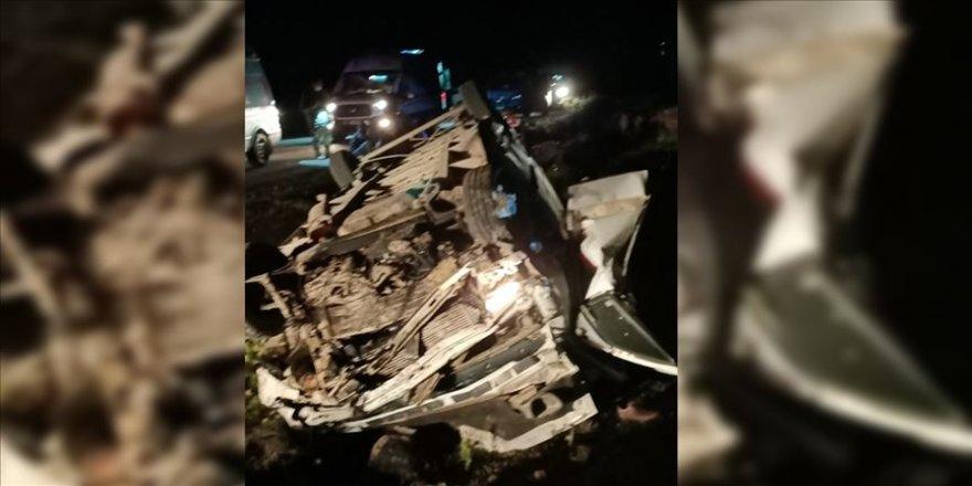 Van'da sığınmacıları taşıyan minibüsün şarampole devrilmesi sonucu 1 kişi öldü, 41 kişi yaralandı.