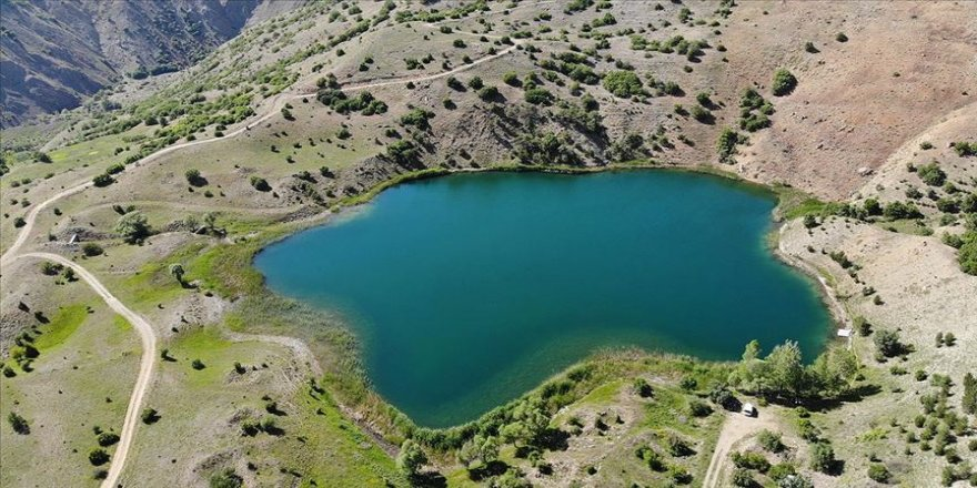 Doğa harikası Ardos Gölü Kovid-19'dan bunalan vatandaşların uğrak yeri oldu
