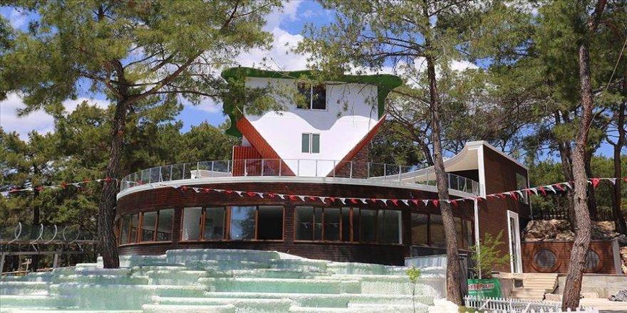 Antalya'ya 360 derece dönebilen 'ters ev' yapıldı
