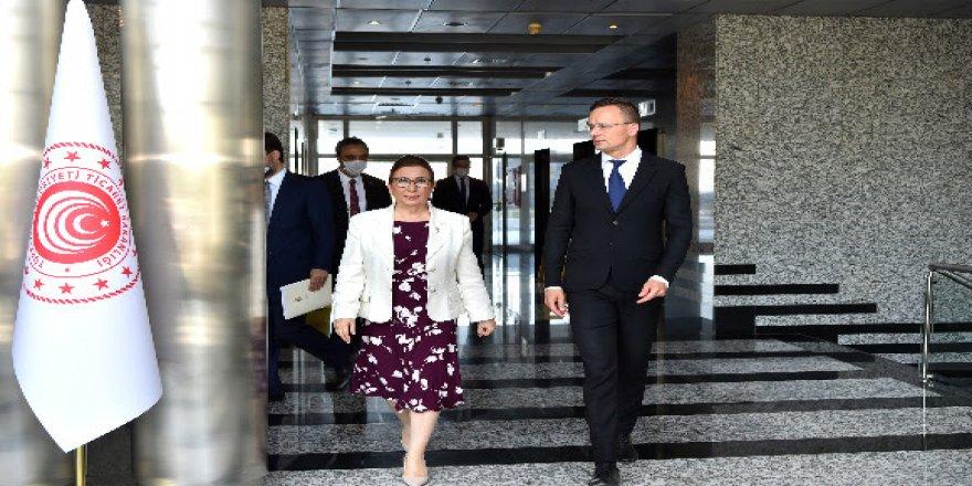 Pekcan,  Macaristan Ticaret Bakanı Szijjarto ile Ticaret Bakanlığında bir araya geldi