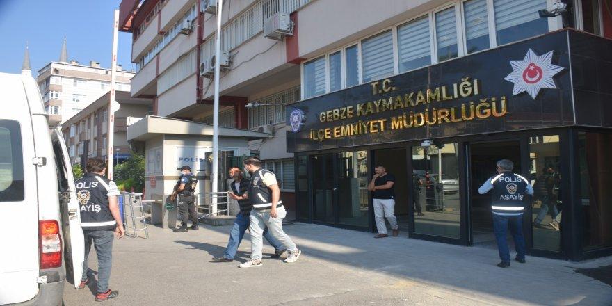 Gebze'de,kapkaç yöntemiyle hırsızlık yapan 6 zanlı tutuklandı