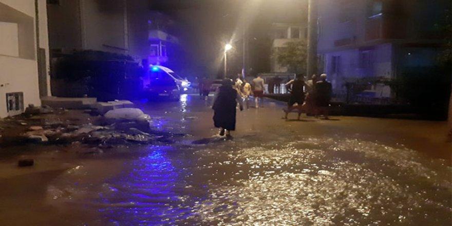 Gebze'de Su Borusu Patlayınca Mahalle Su Altında Kaldı
