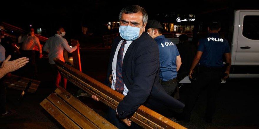 Bazı baro başkanlarının TBMM Çankaya kapısındaki bekleyişleri sürüyor