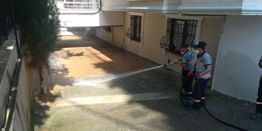 Temizlik işleri,su baskınlarının izlerini siliyor
