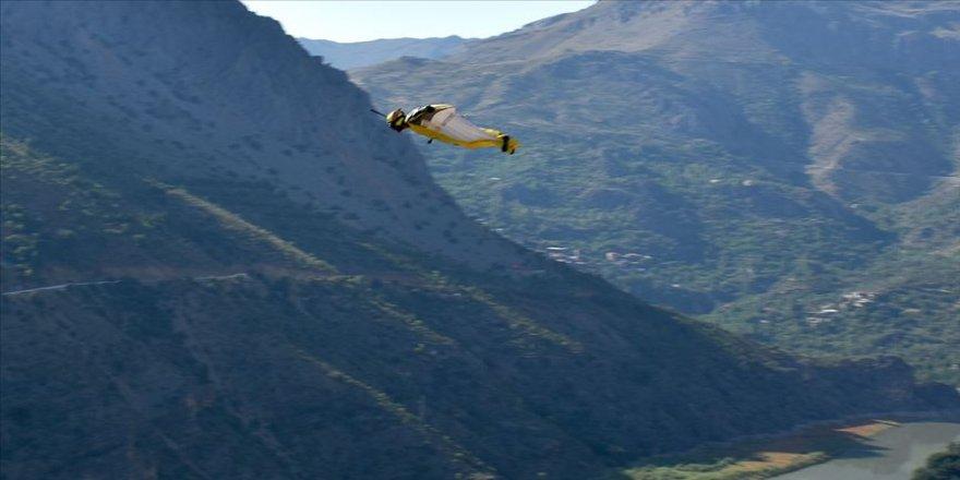 Hızı saatte 200 kilometreyi aşan 'yarasa atlayışı' nefesleri kesti