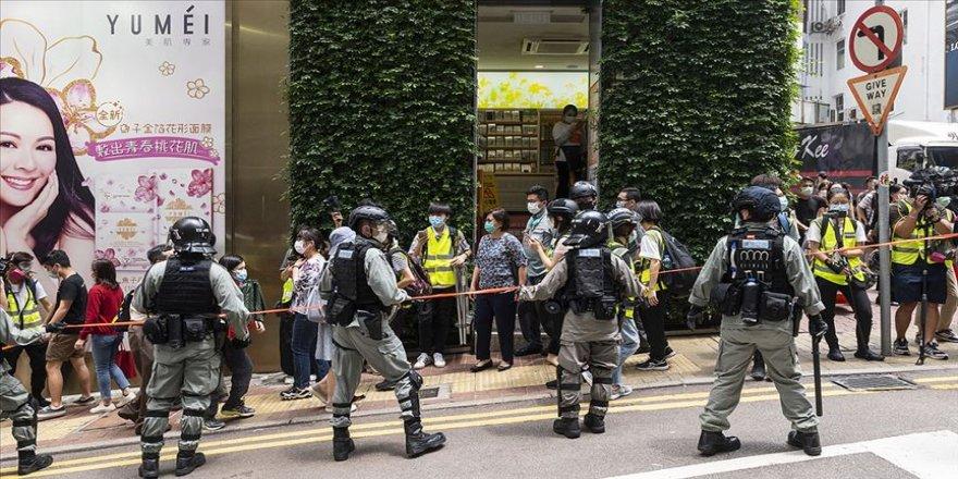 BM Hong Kong'da yürürlüğe giren yasanın ardından yapılan gözaltılardan endişeli