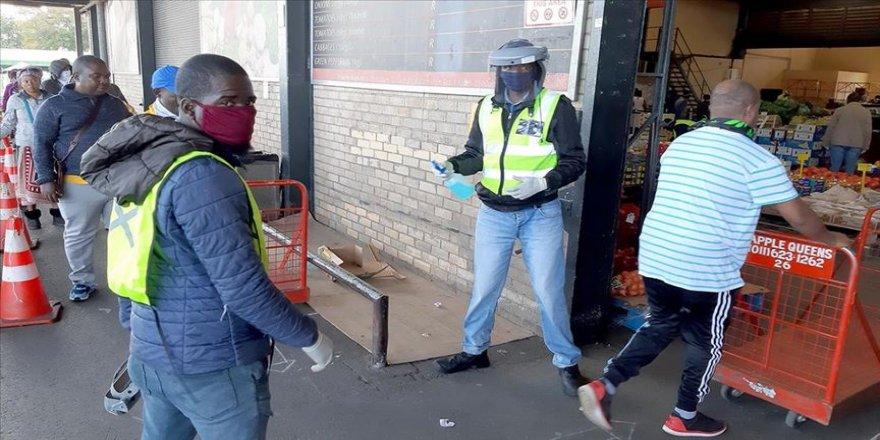 Güney Afrika Cumhuriyeti'ndeki Kovid-19 vakalarında rekor sayıda artış