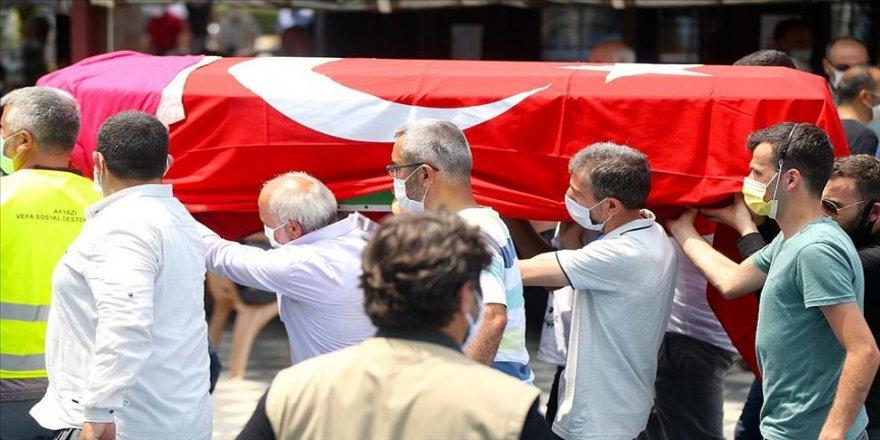 Sakarya'da havai fişek fabrikasındaki patlamada hayatını kaybeden 2 kişinin cenazeleri defnedildi