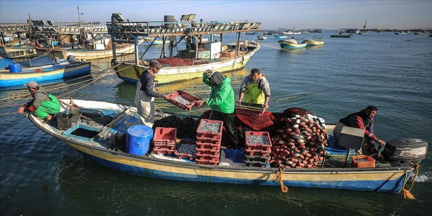 İsrail'den Gazze'de balıkçılara yönelik 6 ayda 172 ihlal